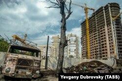 Вокруг сгоревших домов идет строительство многоэтажек