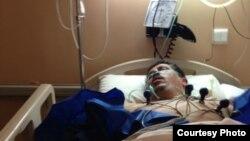 عکسی که خانواده آیتالله هاشمی رفسنجانی از مهدی هاشمی در بیمارستان ضمیمه بیانیه خود منتشر کرده است.
