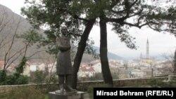Šantićeva bista u blizini Starog mosta, foto: Mirsad Behram