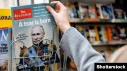 Ілюстрацыйнае фота. Часопіс The Economist з выявай Уладзімера Пуціна і загалоўкам «Нарадзіўся цар»