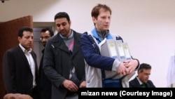 بابک زنجانی در لحظه ورود به نهمین جلسه علنی دادگاه