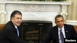 Барак Обама ва Михаил Саакашвилӣ дар Кохи Сафед