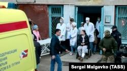 Эвакуация пострадавших после нападения на политехнический колледж, Керчь, 17 октября 2018 года