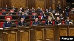 Հայաստան -- Իշխող ՀՀԿ խմբակցության պատգամավորները ԱԺ նիստի ժամանակ, արխիվ