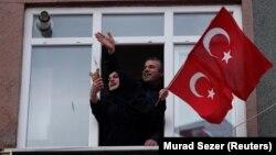 Сторонники президента Реджепа Эрдогана в Стамбуле за день до выборов. 30 марта 2019