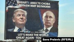 Monteneqroda D.Trump və V.Putin-in posteri.