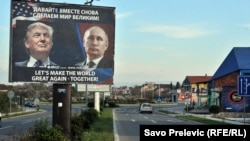 Montenegro. Donald Tramp we Wladimir Putin plakaty.