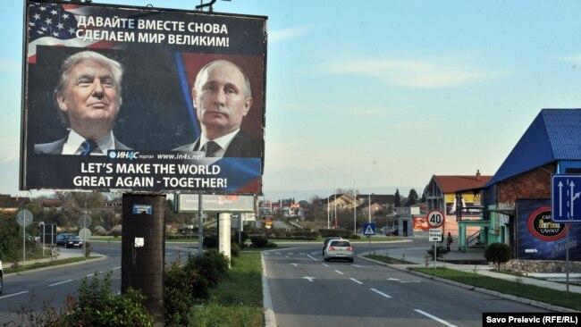 Altman: Još nije jasno kakvu će politiku Trump da vodi prema Balkanu (na fotografiji: plakat sa slikom Donalda Trampa i Vladimira Putina u Danilovgradu, Crna Gora)