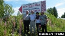 Беларускую вёску відаць здалёк
