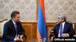 Встреча президента Армении Сержа Саргсяна (справа) с главой «Газпрома» Алексеем Миллером (слева), Ереван, 26 февраля 2014 г. (Фотография - пресс-служба президента Армении)