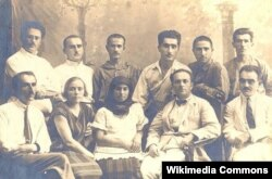 Yusif Vəzir Bakıda tələbələri ilə birgə, 1926