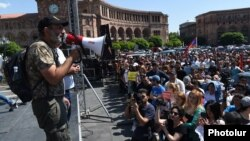 Armenia - Opposition leader Nikol Pashinian addresses supporters in Yerevan's Republic Square, 26 April 2018.