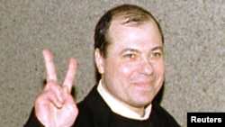 Сергей Михайлов в московском аэропорту. Декабрь 1998 года.