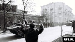 "Soviet tanks in Baku during ""Black January"" in 1990"