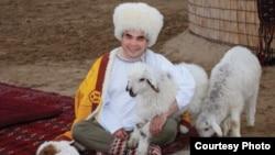 Turkmen President Gurbanguly Berdymukhammedov has a penchant for white. (file photo)