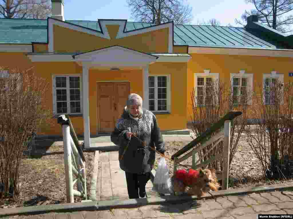 """Марина Ходорковская в лицее-интернате """"Подмосковный"""" в поселке Кораллово. 31 марта 2008 года."""