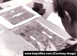 Медное, август 1991. Свидетельство о рождении девочки, извлеченное из кармана расстрелянного отца.