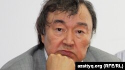 Ақын Олжас Сүлейменов.
