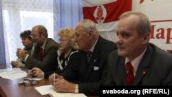 Прэзыдыюм зьезду Беларускай сацыял-дэмакратычнай партыі (Грамада), архіўнае фота 2010 году