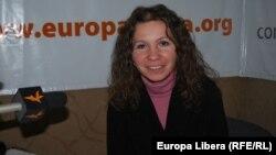 Diana Pînzescu în studioul Europei Libere la Chișinău