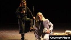 """Театарската престава """"Антигона"""" од Софокле на театар """"Зуки"""" од Украина."""