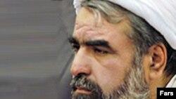 روح الله حسینیان متولد شهر شیراز است.