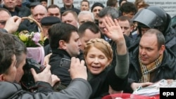 Юлия Тимошенко со своими сторонниками в Киеве