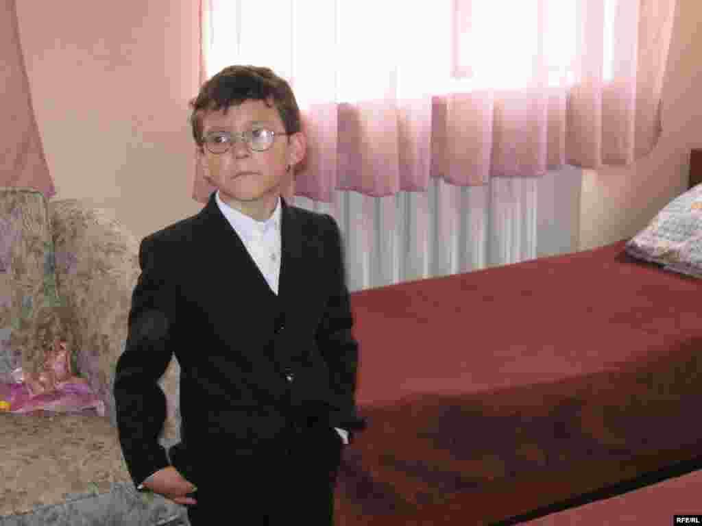 Молодший брат Романа 8-річний Юрчик: вивчає англійську мову і хоче стати журналістом