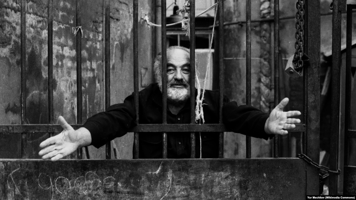 Параджанова в тюрьме помогала жительница Алчевска, жена надзирателя
