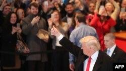 ԱՄՆ ընտրված նախագահ Դոնալդ Թրամփը դուրս է գալիս The New York Times թերթի խմբագրությունից, Նյու Յորք, 22-ը նոյեմբերի, 2016թ․