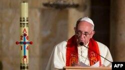 Հռոմի Ֆրանցիսկոս պապը ելույթի ժամանակ, արխիվ