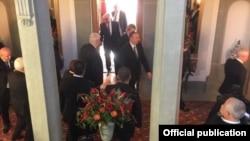 Բեռն, կառավարության ընդունելությունների տուն, Սարգսյան-Ալիև հանդիպումից հետո, 19-ը դեկտեմբերի, 2015թ