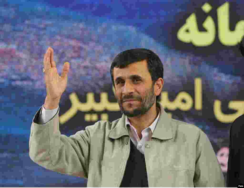 سخنرانی محمود احمدی نژاد، بارها در پی اعتراض دانشجويان قطع شد