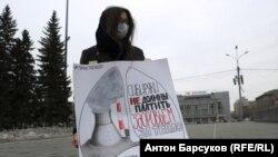 Участница экологической акции протеста в Новосибирске