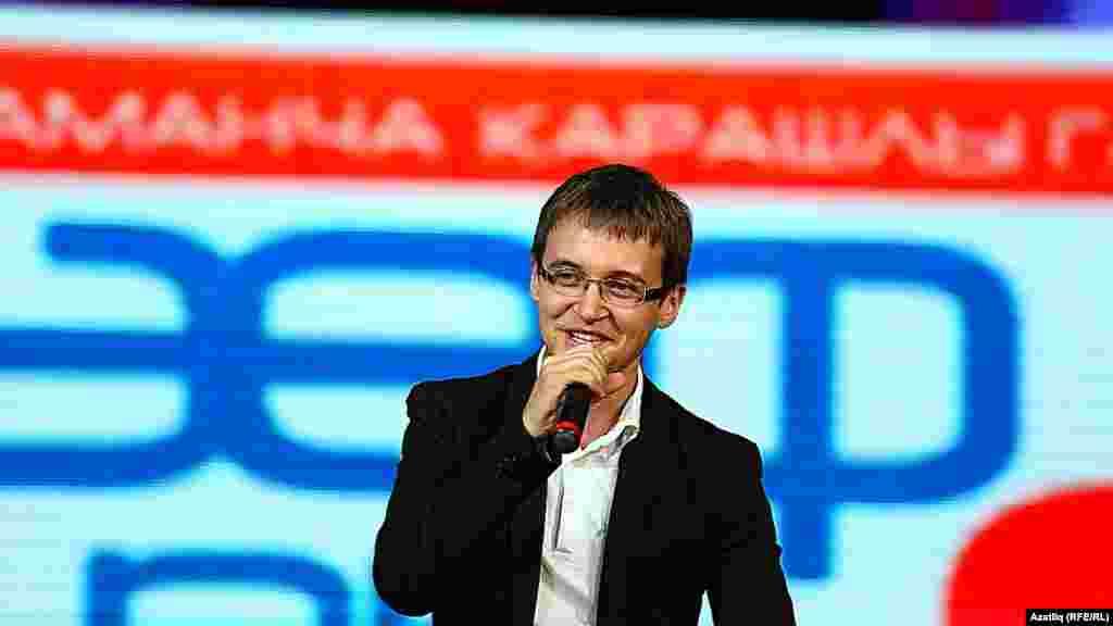 """""""Мәйдан"""" телеканалының бер еллыгына багышланган тамаша. Автор-башкаручы, эшмәкәр Илназ Сафиуллин."""