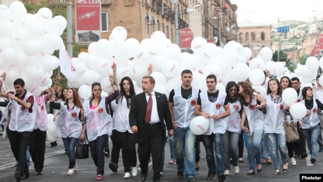 Armenia - A senior member of the ruling Republican Party escorts young party activists to an election campaign rally in Yerevan's Republic Square, 4May2012.