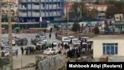 Bomba partlamasynyň bolan ýeriniň golaýynda, Kabul, 16-njy noýabr, 2017