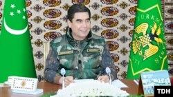 Prezident Gurbanguly Berdimuhamedow Döwlet howpsuzlyk geňeşiniň mejlisini geçirýär. 21-nji noýabr, 2017 ý. TDH-nyň fotosuraty