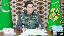 Türkmenistanyň prezidenti Gurbanguly Berdimuhamedow howpsuzlyk ýygnagyny geçirýär. Arhiwden alnan surat