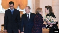 У них давняя связь, еще со времен Людмилы Путиной. Российская президентская чета принимает сирийскую чету в Кремле. 25.01.2005