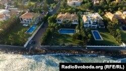 Маєток Петра Порошенка на березі Середземного моря в містечку Аталая-Ісдабе в муніципалітеті Естепона на півдні Іспанії
