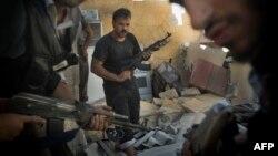 بحران سوریه و کشیده شدن آن به لبنان با نگرانیهای همگانی در این کشور، منطقه و جهان روبهروست