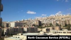 Вид на Дамаск из пригорода, где до войны проживали представители кавказской диаспоры