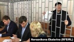 Оюб Титиев на слушаниях в Верховном суде Чечни, 4 мая 2018 года