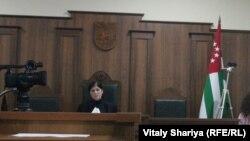 Cуд, выслушав стороны, удалился в совещательную комнату до 13 февраля, ввиду требования подсудимых оглашения полного текста приговора