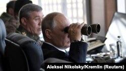 Президент Путин Цугол полигонунда машыгууга көз салып жатат, 13-сентябрь, 2018-жыл.