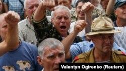 Киевдеги парламент имаратынын алдына келишкен демонстранттар, 19-июнь, 2018-жыл.
