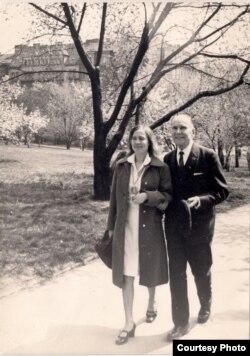 Яўгенія Янішчыц зь Міхасём Забэйдам-Суміцкім. 1970-я гг. З фондаў БДАМЛМ