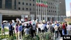 کارگران صنایع خودروسازی ایران نگرانند که کاهش فروش خودروی داخلی به اخراج آنها منجر شود