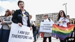 Foto nga marshi kundër homofobisë